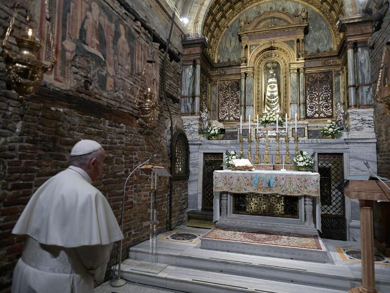 """Papa a Loreto: """"capitale dei giovani"""" alla scuola di Maria"""