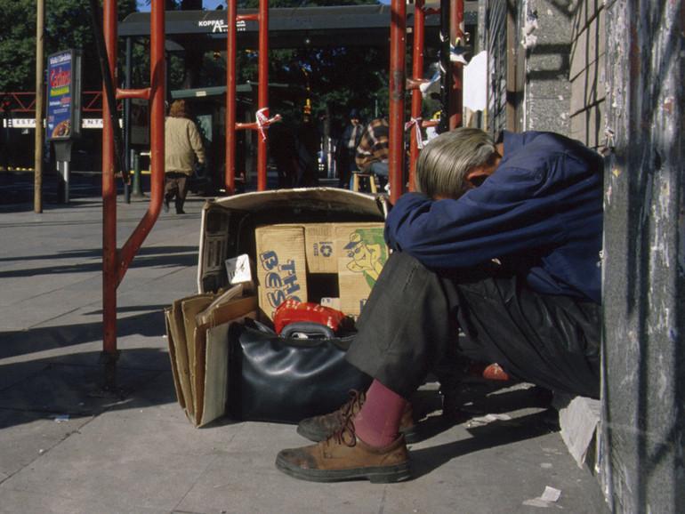 400 euro per le famiglie povere, il Governo vara la carta prepagata